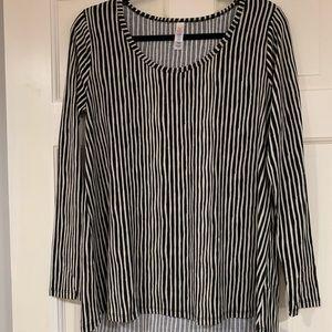 LuLaRoe black and white striped Lynnae shirt S NWT